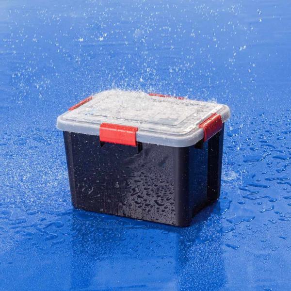 Wasserdichte IRIS Kunststoffbox 20 Liter im Regenschauer