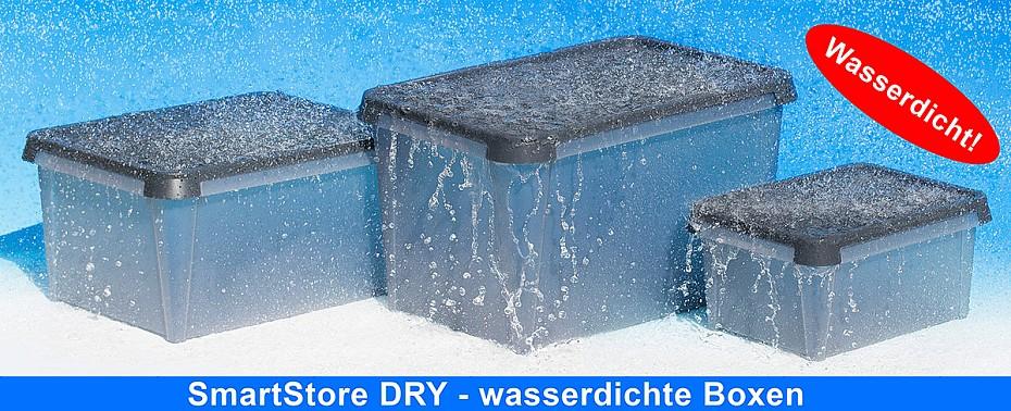 Im Regen stehende SmartStore Dry Aufbewahrungsboxen die den Inhalt vor der Nässe schützen
