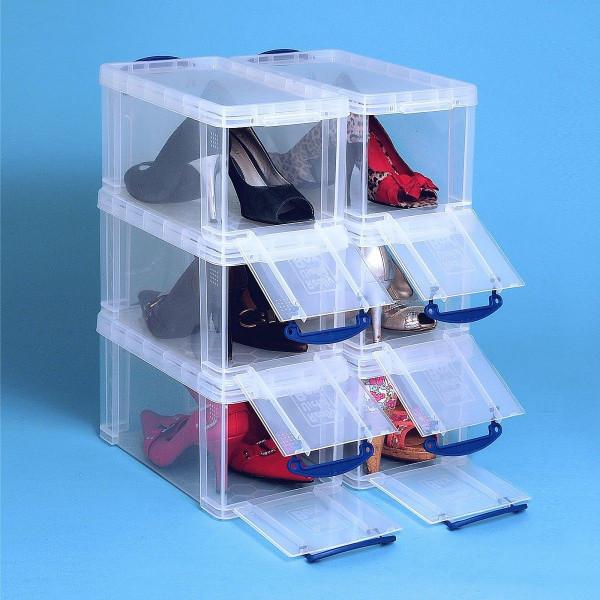 Sechs gestapelte Schuh-Aufbewahrungsboxen mit geöffneter Frontklappe und Damenschuhen